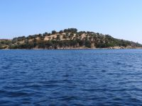 The islet Aimbelitsi is located between Diaporos and Peristeri in Vourvourou, Chalkidiki
