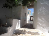 Alley at the entrance of Kastro in Chora, Folegandros