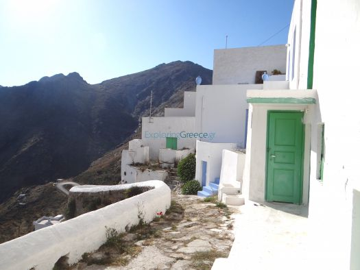 Narrow alleys and traditional houses in Chora