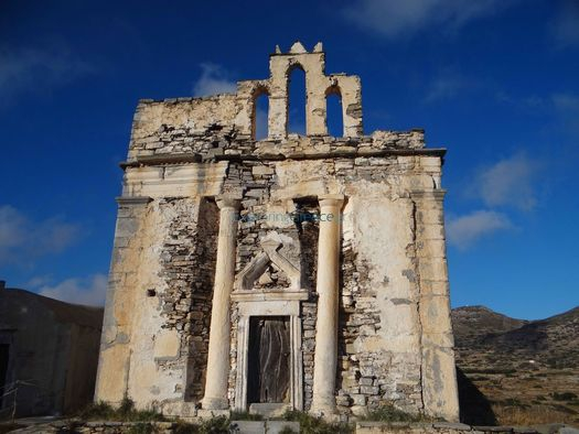 The imposing fa?ade of Episkopi in Sikinos