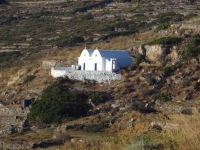 The church of Agioi Anargyroi, located between Episkopi and the winery in Sikinos