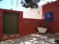 The entrance of the Institute Kyveli in Hermoupolis