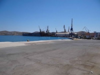 The port of Syros and in the background the Neorio (shipyard)
