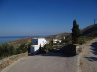 The small settlement Platy Vouni in northern Syros