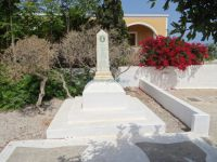 Cyclades - Therasia - Manolas - Monument